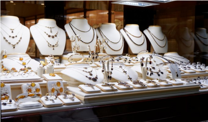 Cash purchase of jewellery over Rs 2 lakh to attract 1 pc TCS from April 1