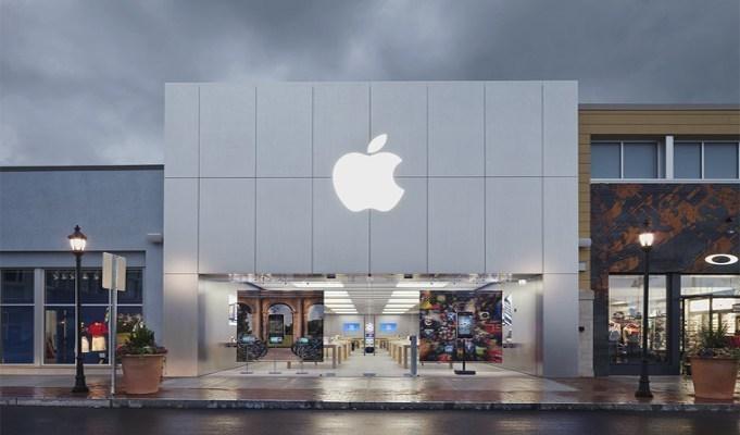 Apple reports US .7 bn profit in Q3