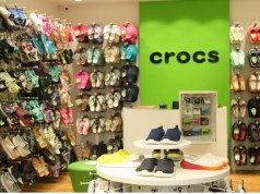 Crocs opens its 100th store in India at VR Mall Chennai
