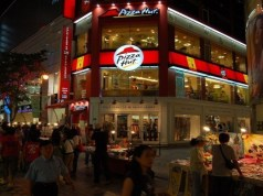 How Pizza Hut is mixing technology with pizza