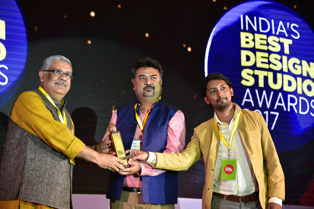 INI Design receiving 'India's Best Design Studio 2017' Award from GV Sreekumar