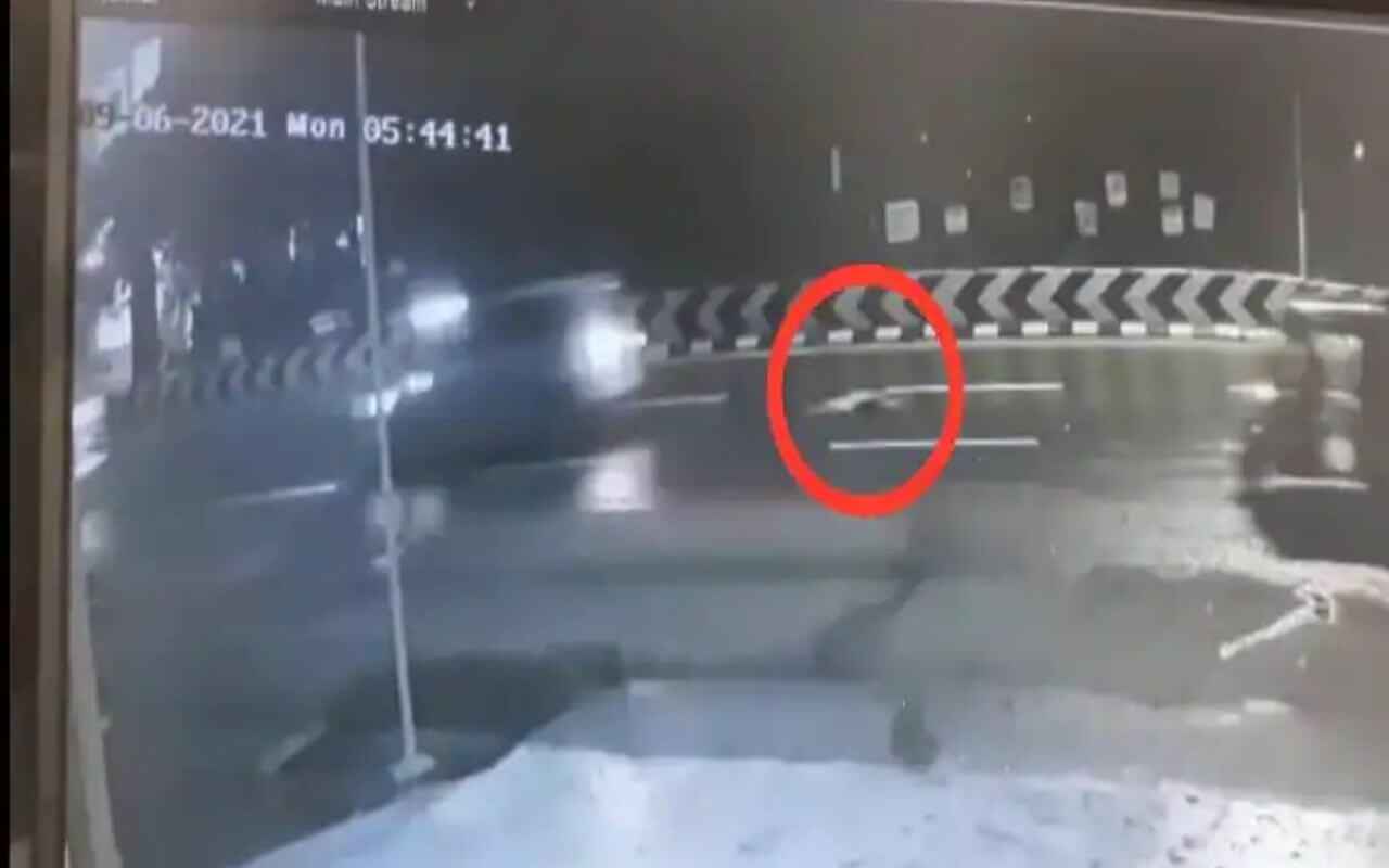 Half Naked Body Of Girl Thrown Out of SUV