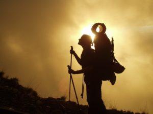 come preparare lo zaino per un escursione in montagna o un viaggio o cammino di santiago (1)