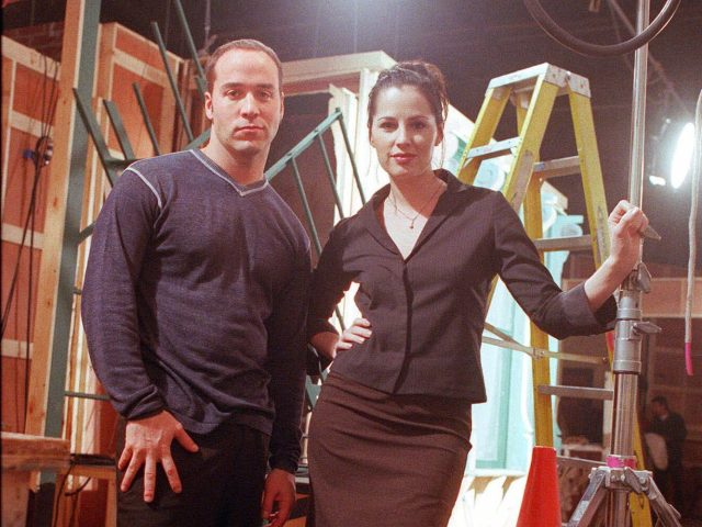 "PIVEN MARSHALL Actors Jeremy Piven and Paula Marshall pause for a photo on the set of the television show ""Cupid"" at the Chicago Film Studios, in ChicagoCUPID, CHICAGO, USA"