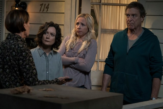 """THE CONNERS - """"Keep on TruckinÕ"""" - In the premiere episode, """"Keep on TruckinÕ,"""" a sudden turn of events forces the Conners to face the daily struggles of life in Lanford in a way they never have before. """"The Conners"""" premieres TUESDAY, OCT. 16 (8:00-8:31 p.m. EDT), on ABC. (ABC/Eric McCandless)LAURIE METCALF, SARA GILBERT, LECY GORANSON, JOHN GOODMAN"""