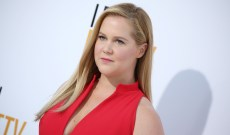 Amy Schumer Boycotts Starring in Super Bowl Ads in Support of Colin Kaepernick, Encourages White Athletes to Protest