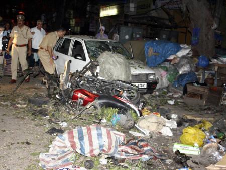 Cinque bombe esplodono a New Delhi, 21 le persone uccise.