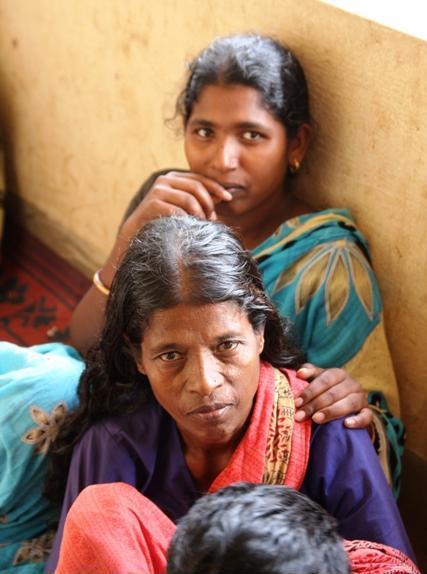 Donne Kondh ritratte nel campo profughi di Bhubaneswar