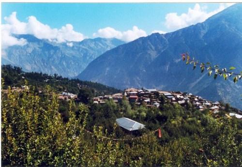 Vista dall'alto sul villaggio di Kalpa