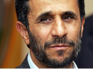 Elezioni in Iran, sfida ad Ahmadinejad.