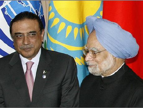 """Il premier indiano a Zardari: """"basta terrorismo dal Pakistan"""". I colloqui di pace tra India e Pakistan ripartono da zero"""