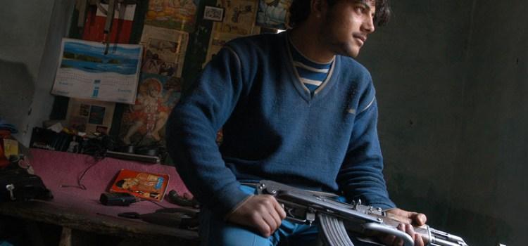 Scontri tra militanti ed esercito in Kashmir, altre tre vittime. New Delhi continua ad alleggerire presenza truppe