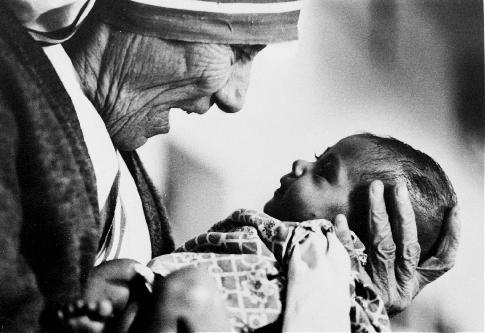 Oggi il centenario della nascita di Madre Teresa. Un pensiero per la Beata di Calcutta!