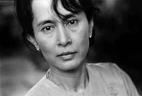 Finalmente Aung San Suu Kyi è libera. Riaccesa la speranza in Myanmar.