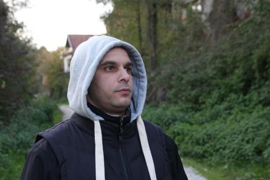 Zijo Ribić ripercorre la notte in cui perse la famiglia, con lo sguardo diretto alla propria abitazione di Skočić