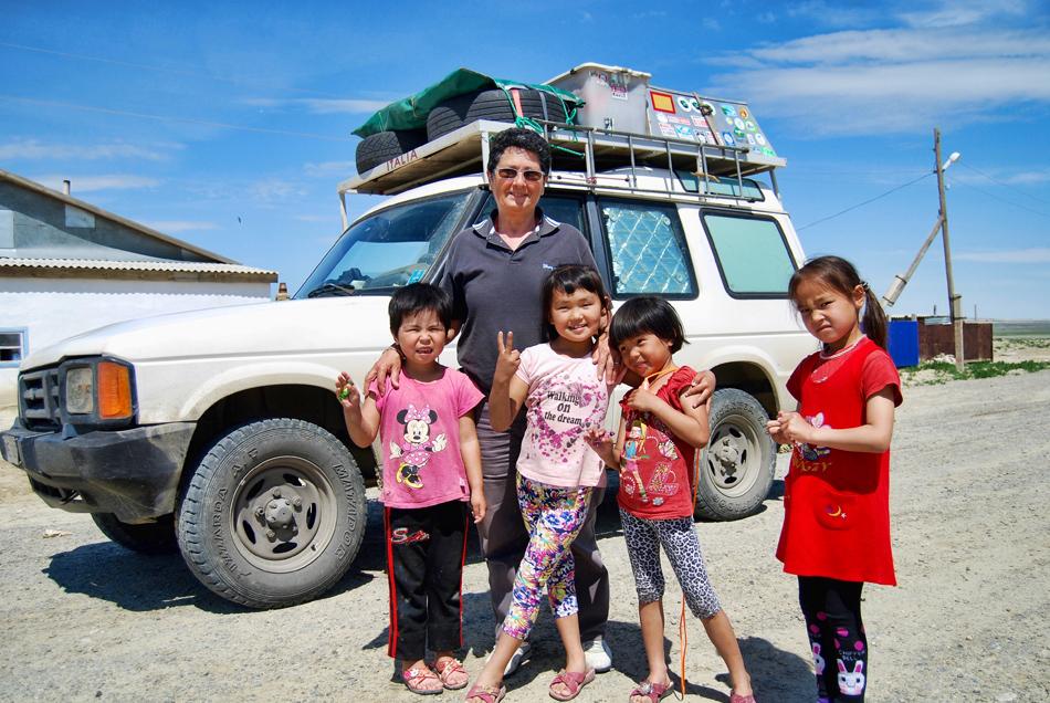 Cosetta nel villaggio ex pescatori lago Aral