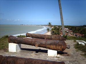 Aldeia Forte tendo a vista da cidade de Baía da Traição