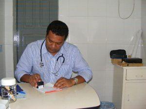 Dr. Edival Índio Pataxó Hãhãhãe- Hospital de Pau Brasil-BA, foto:ARARAWÂ