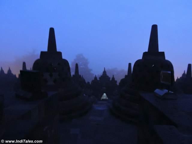बोरोबुदुर मंदिर - जावा - इंडोनेशिया