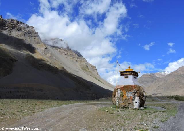 चोरतम या बौद्ध मंदिर - कुंजुम दर्रा