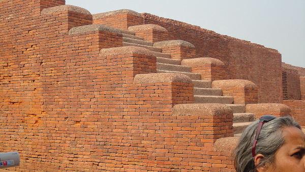 १६०० साल पुराणी ईंटें - जो आज भी नयी लगती हैं