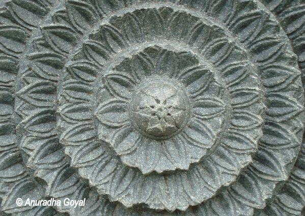 पत्थर में घड़ा कमल - वारंगल दुर्ग