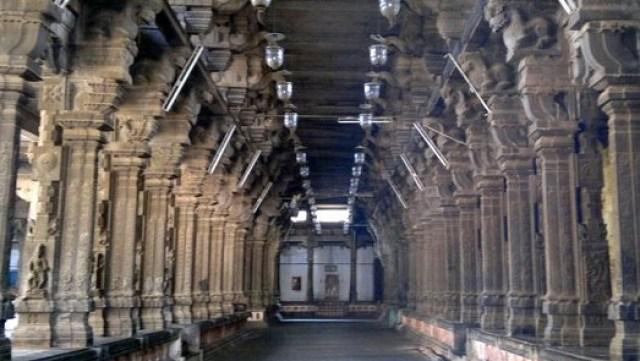 चिदंबरम मंदिर के गलियारे