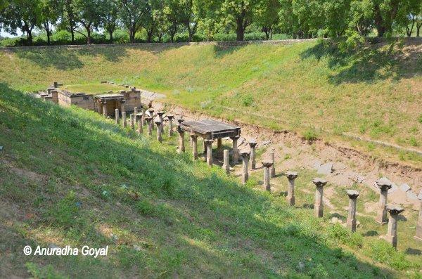 सहस्त्रलिंग तलाव पाटण में मंदिर के स्तम्भ