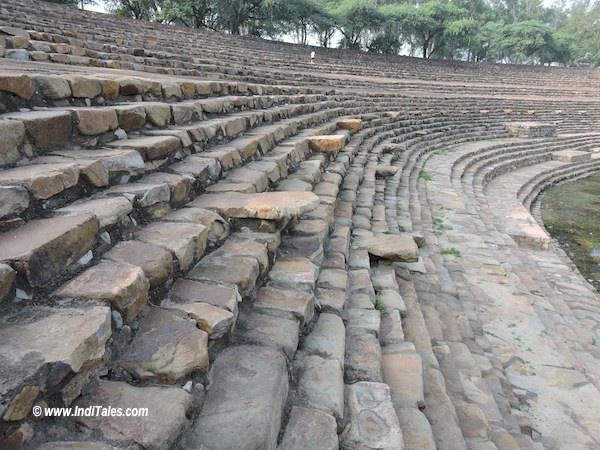 पत्थर की सीढियां - सूरजकुंड