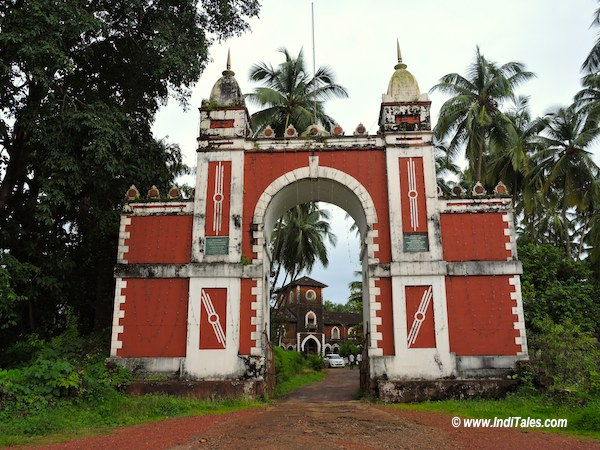 सावंतवाड़ी के महल का मुख्य द्वार