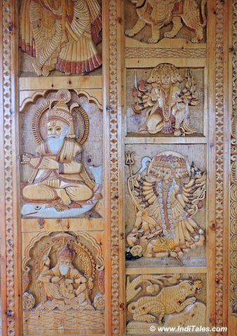 हाटू माता मंदिर के उत्कीर्णित काष्ठ पटल