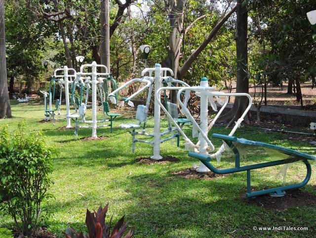 हिरवा वन में व्यायाम उपकरण - सिलवासा