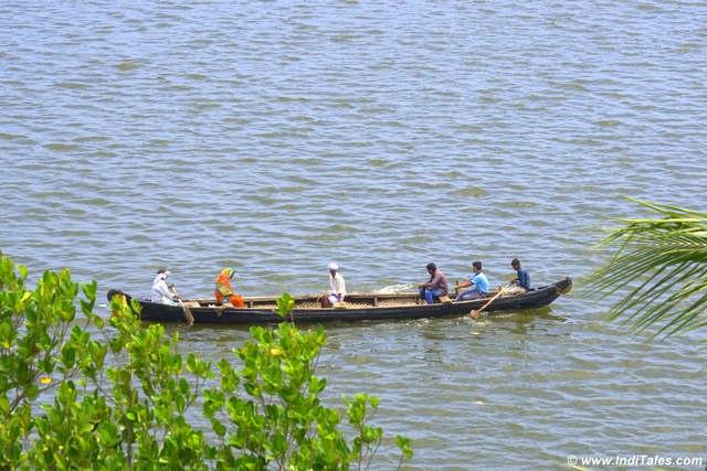स्थानीय नाव - अष्टमुडी झील