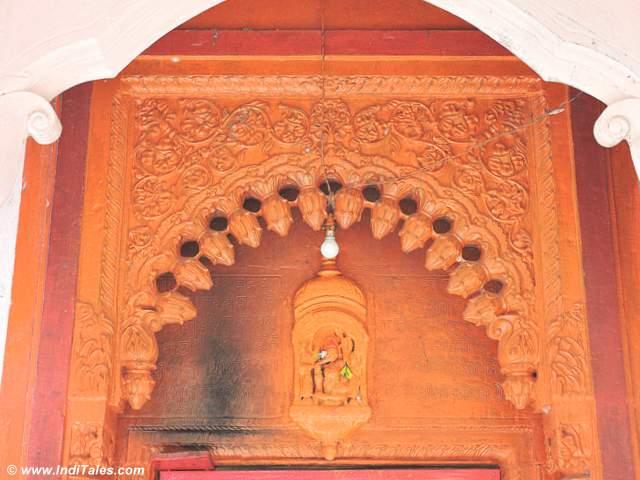 चंदिकेश्वर मंदिर के मुख्य द्वार