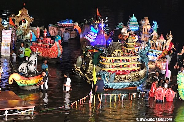 मनभावन नौकाएं - वाल्वंती नदी - गोवा