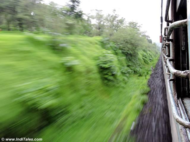 कोंकण रेल्वे से मनोरम दृश्य