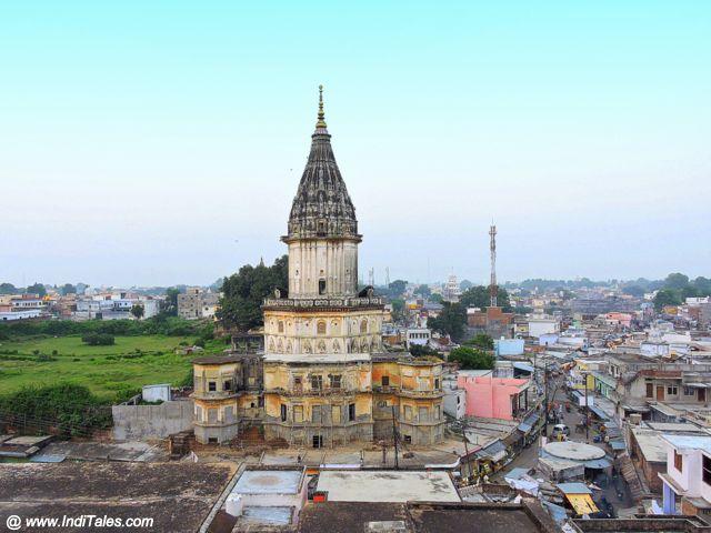 हनुमान गढ़ी मंदिर से अयोध्या का दृश्य