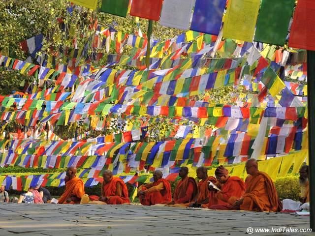 बौद्ध प्रार्थना ध्वज - लुम्बिनी - नेपाल