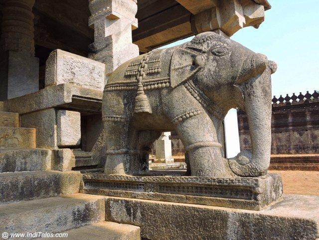 १००० स्तम्भ मंदिर के मुख्या स्वर पे गज - मूडबिद्री