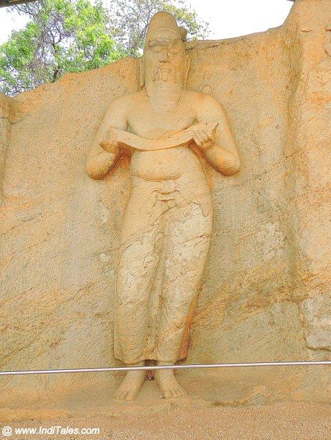 राजा महापराक्रमबाहु प्रथम की प्रतिमा