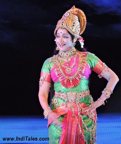 हेमा मालिनी - भरतनाट्यम प्रस्तुति