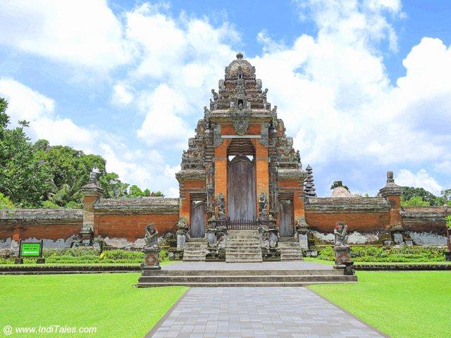 तमन अयुन - बाली इंडोनेशिया के जल मंदिर