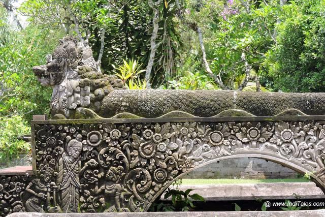 पत्थर में उत्कीर्ण कहानियां - इंडोनेशिया के जल मंदिर