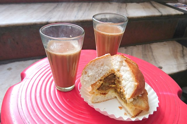 Gulab Ji Chai and Bun Samosa - Must try Street Food in Jaipur