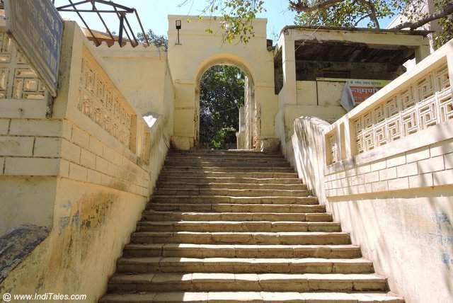 द्वारकाधीश मंदिर की सीढियां - बेट द्वारका