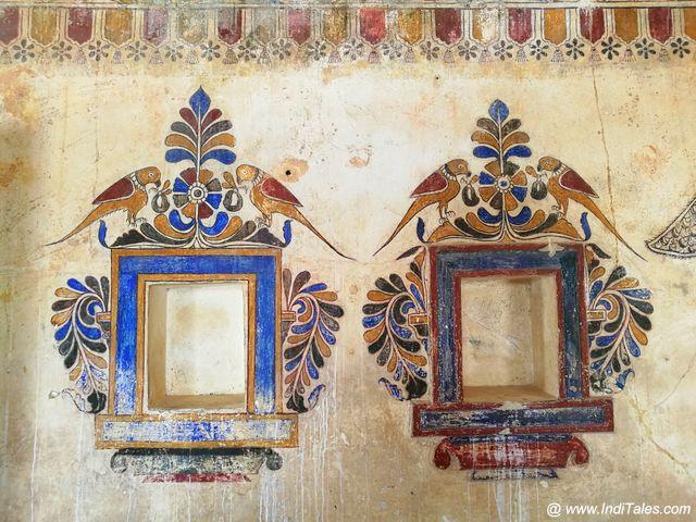 गाँधी निवास की चित्रित दीवारें