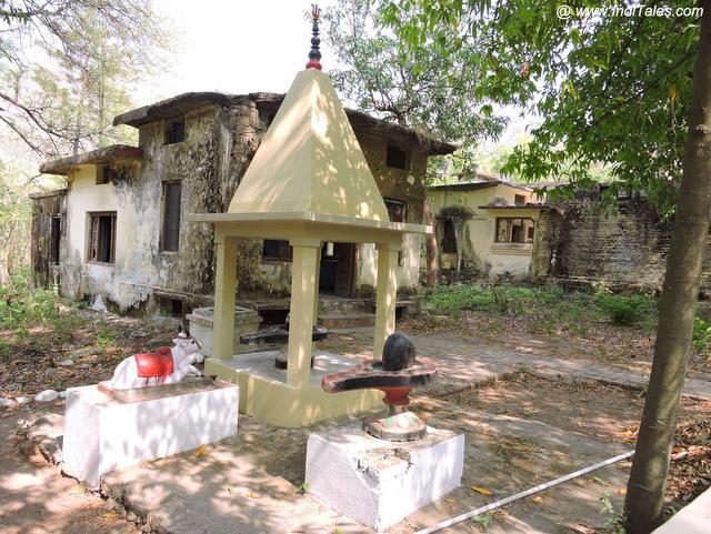 ८४ कुटिया का शिव मंदिर