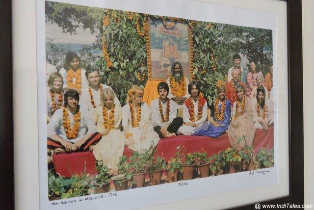 महर्षि महेश योगी अपने शिष्य बीटल्स के साथ