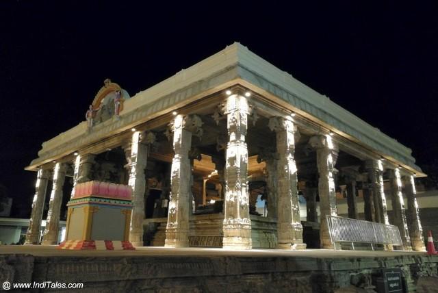 कांची कामाक्षी मंदिर का एक मंडप