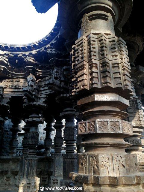 स्वर्ग मंडप कोपेश्वर मंदिर के स्तम्भ